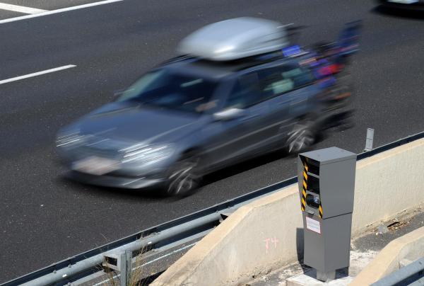 vehicule-devant-radar